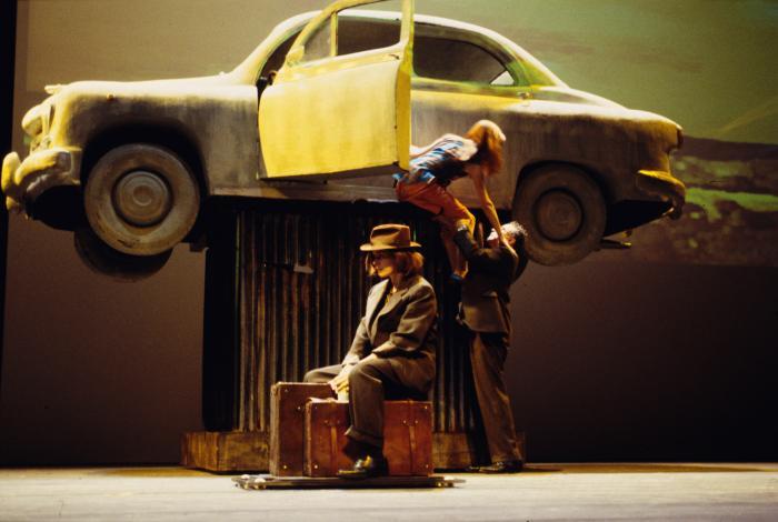 Galatea Ranzi, Elif Mangold e Franco Branciaroli in una scena della «Lolita» diretta da Ronconi (foto di Marcello Norberth)
