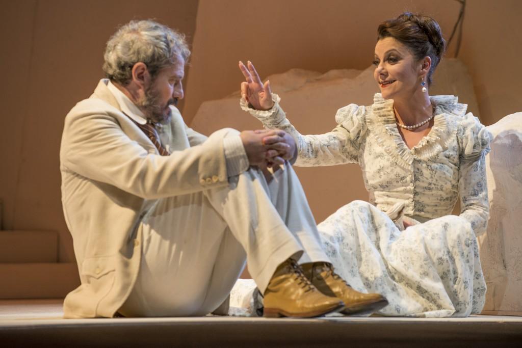 Claudio Di Palma e Gaia Aprea in una scena de «Il giardino dei ciliegi»