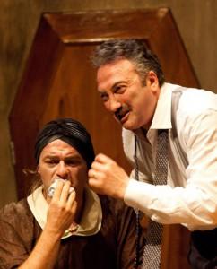 Luciano Saltarelli e Tony Laudadio in una scena di «Dolore sotto chiave»