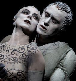 Gaia Aprea e Luca Lazzareschi in una scena di «Antonio e Cleopatra»