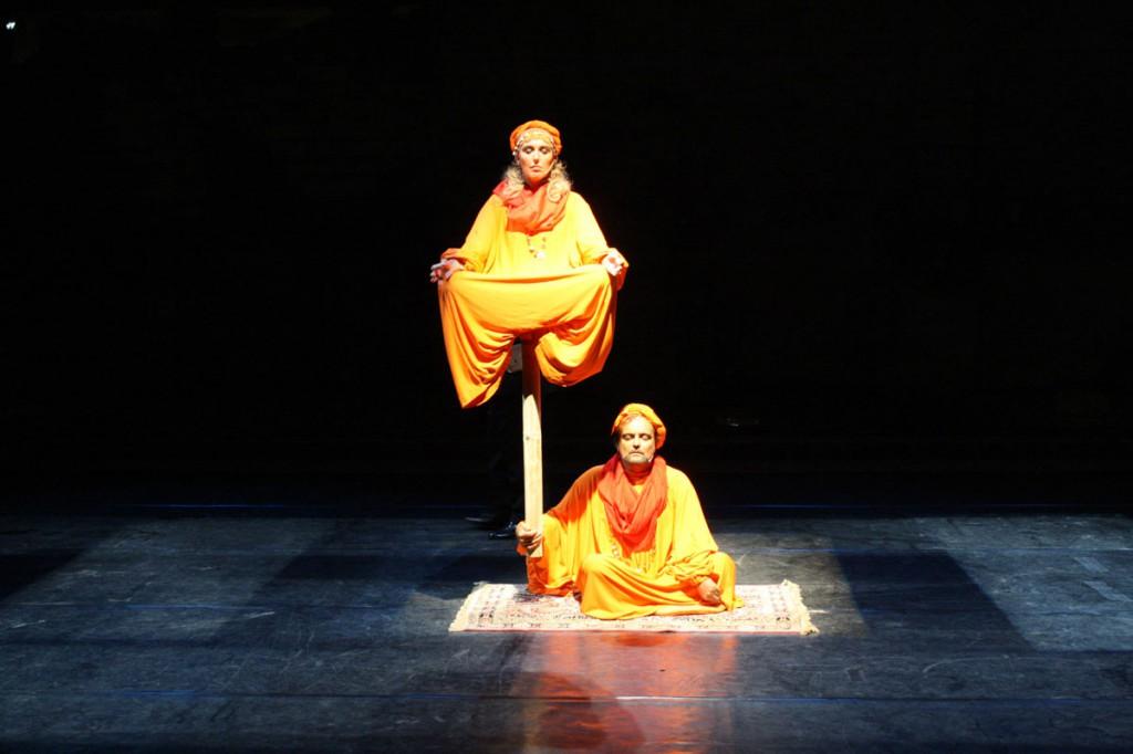 Veronica Mazza e Eduardo Tartaglia in una scena di «Statue unite»