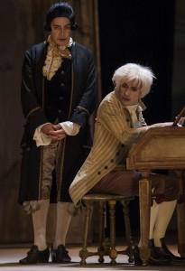 Da sinistra, Tullio Solenghi e Aldo Ottobrino nei panni di Salieri e di Mozart