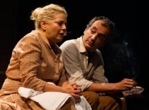 Milvia Marigliano e Arturo Cirillo in una scena de «Lo zoo di vetro»