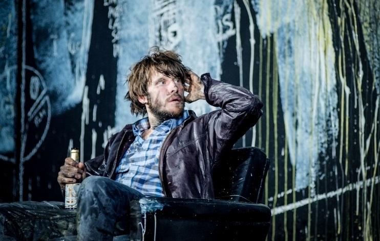 Christoph Gawenda, nel ruolo di Thomas Stockmann, in una scena di «Un nemico del popolo»