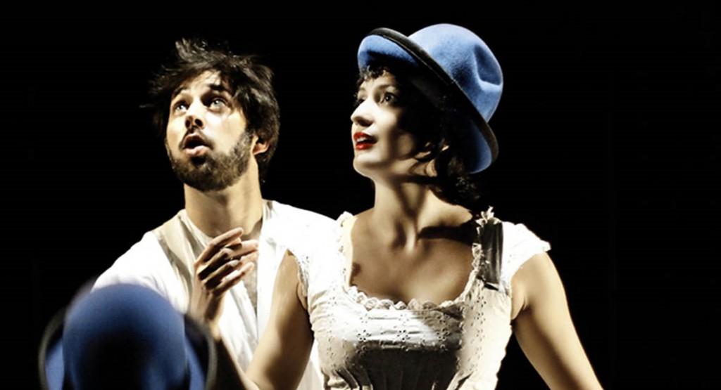Goos Meeuwsen ed Helena Bittencourt in una scena di «Bianco su bianco» (foto di Viviana Cangialosi)