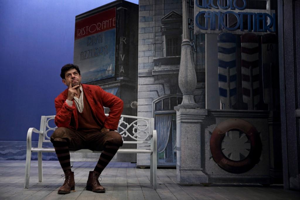 Pierfrancesco Favino in una scena di «Servo per due» (foto di Fabio Lovino)
