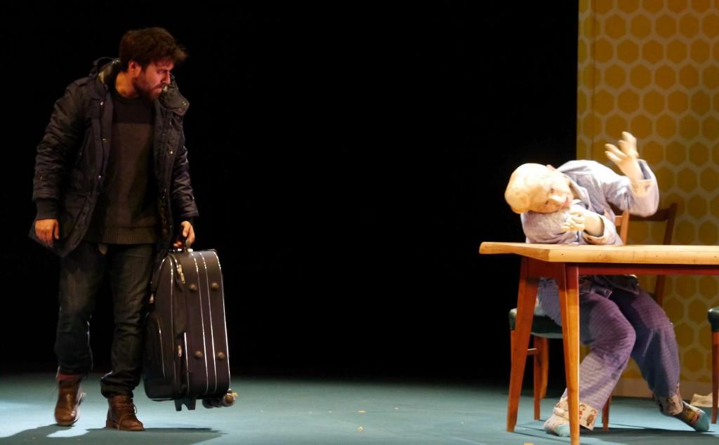 Da sinistra, Michele Altamura e Gabriele Paolocà  in una scena di «Little Europa» (foto di Angelo Maggio)