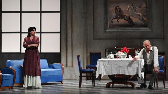 Mariangela D'Abbraccio e Geppy Gleijeses in una scena della «Filumena Marturano» diretta da Liliana Cavani