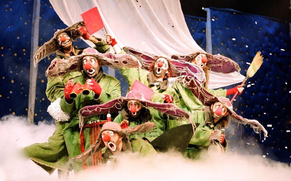 Un momento di «Slava's Snowshow», in scena al Bellini fino all'8 gennaio