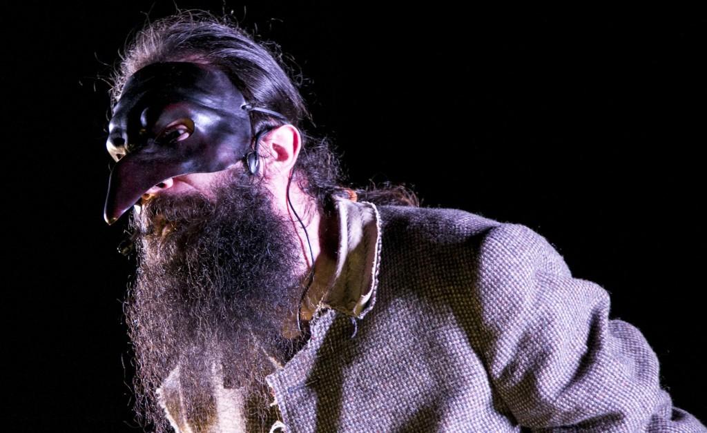 Damiano Rossi in un momento di «R.A.P. Requiem A Pulcinella» (le foto che illustrano l'articolo sono di Salvatore Pastore)