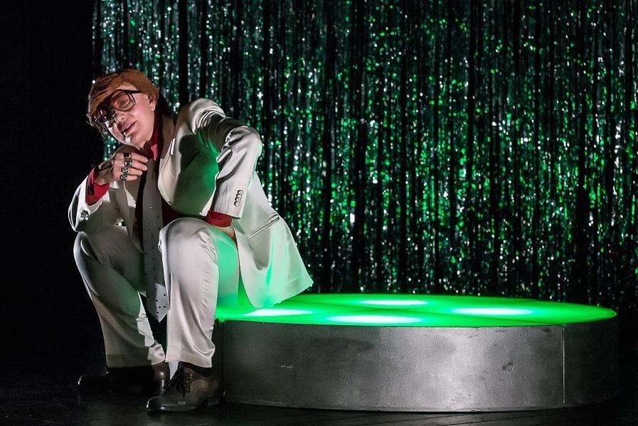 Iaia Forte in una scena di «Tony Pagoda - Ritorno in Italia» (le foto sono di Luigi Maffettone)