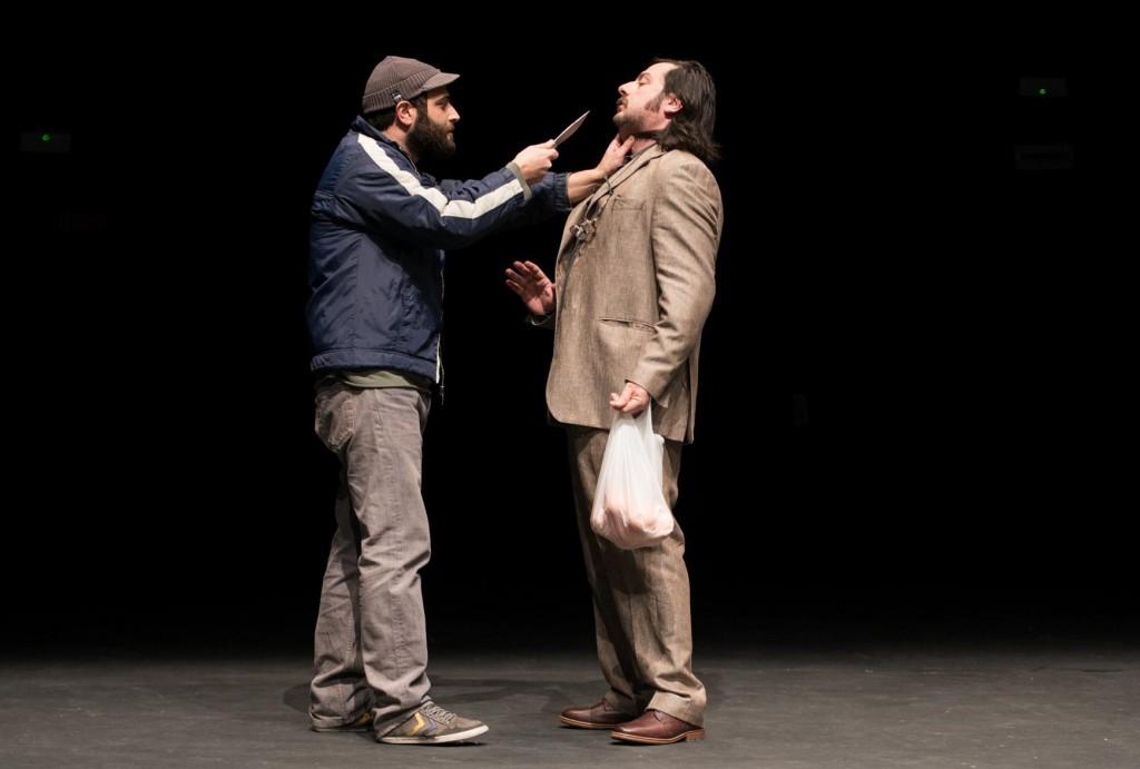 Da sinistra, Luca Zacchini e Alberto Astorri in un momento di «Un quaderno per l'inverno», in scena fino a domenica al Fabbricone di Prato