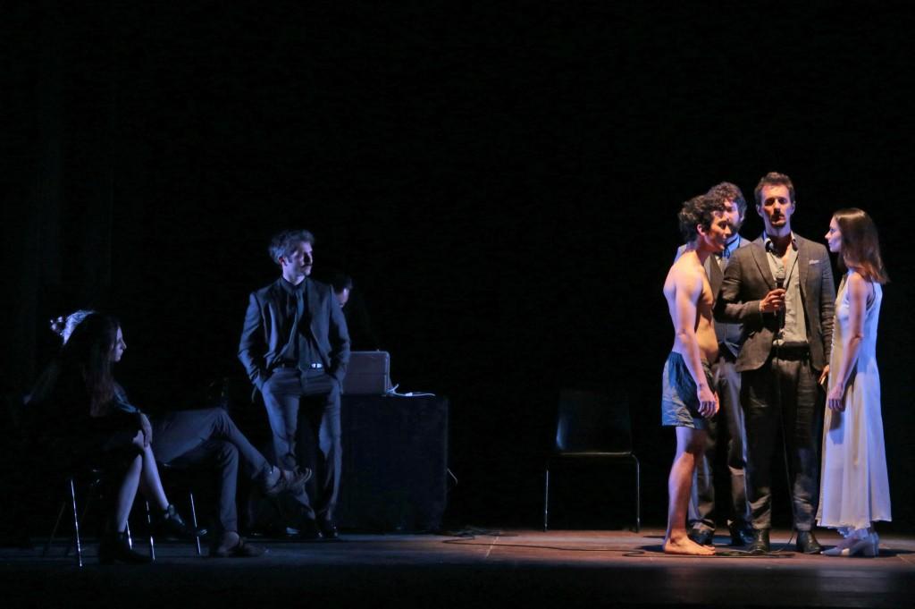 Un'altra scena di «Io non sono un gabbiano», presentato nell'ambito di «Primavera dei Teatri»