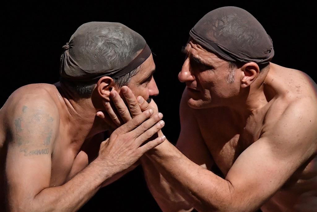 Da sinistra, Carmine Maringola e Salvatore D'Onofrio in un altro momento dello spettacolo