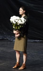 Estelle Delcambre in un'altra scena