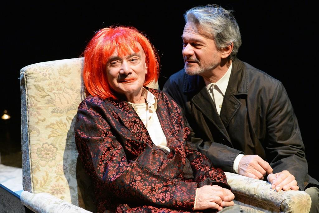 Da sinistra, Enzo Vetrano e Stefano Randisi in un momento di «Ombre folli» di Franco Scaldati (le foto dello spettacolo sono di Tommaso Le Pera)