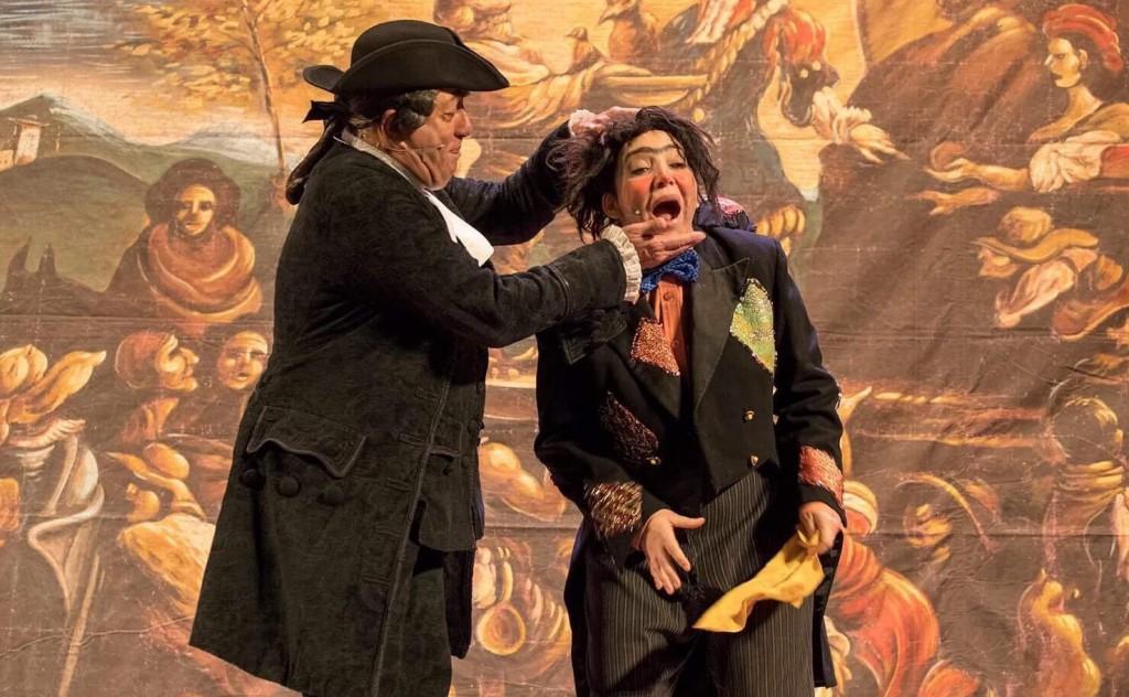 Peppe Barra e Rosalia Porcaro in un momento de «La cantata dei pastori» in scena al Politeama (le foto dello spettacolo sono di Fiorella Passante)