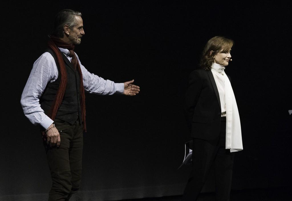 Un altro momento della cerimonia di consegna del Premio Europa per il Teatro, svoltasi all'Argentina di Roma
