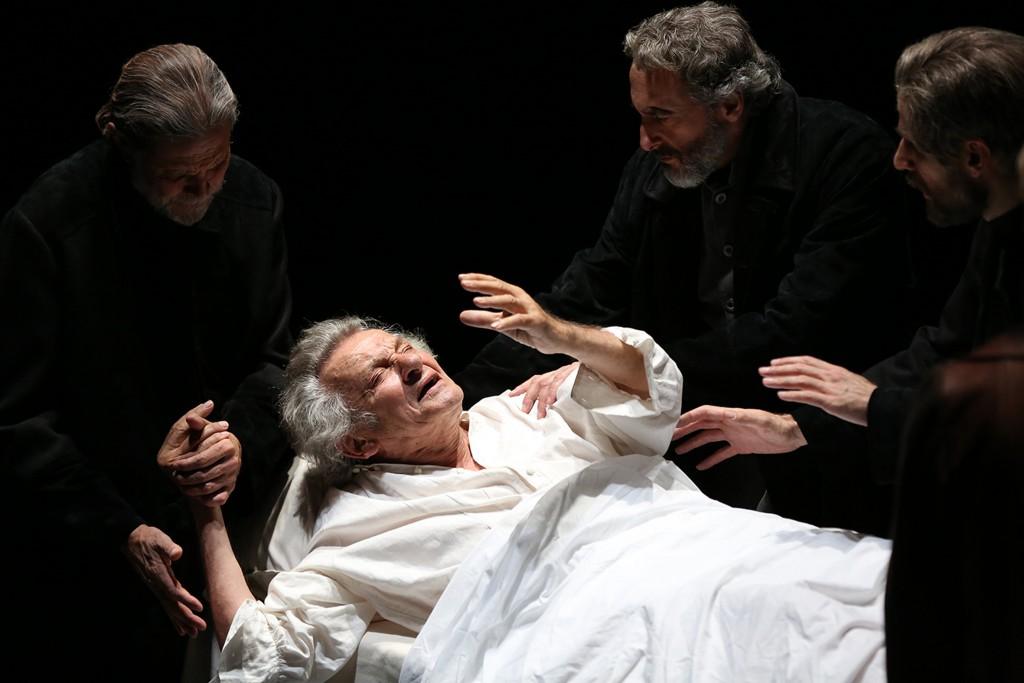Paolo Graziosi in un'altra scena dello spettacolo