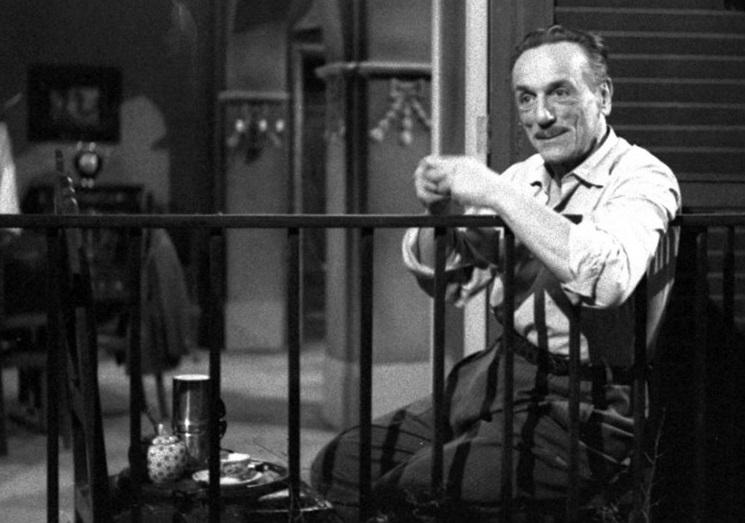 Eduardo De Filippo nella celebre scena del caffè di «Questi fantasmi!»