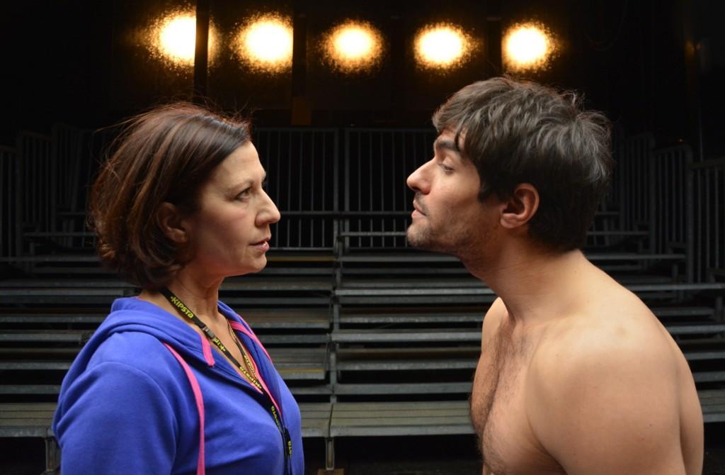 Monica Bauco e Giulio Maria Corso in un momento de «Il principio di Archimede», in scena al Teatro di Rifredi di Firenze (le foto dello spettacolo sono di Pino Le Pera)