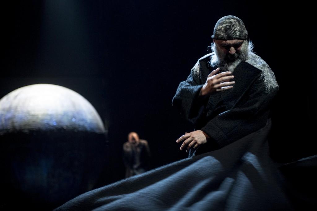 Mimmo Borrelli (Giosafatte Nzamamorte) in un'altra scena de «La cupa»