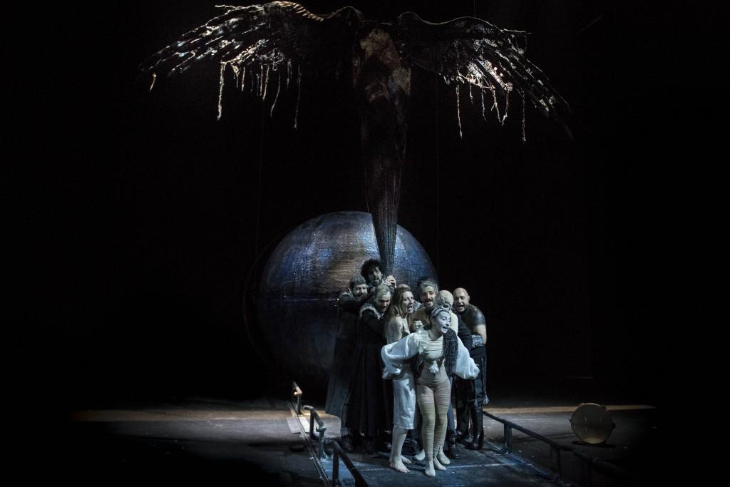Un momento de «La cupa» di Mimmo Borrelli, in scena al San Ferdinando (le foto che illustrano l'articolo sono di Marco Ghidelli)