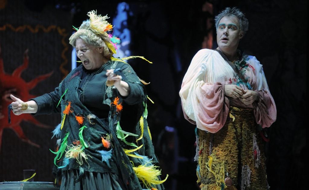 Antonella Morea e Filippo Morace in un momento de «Il flauto magico», in scena al Verdi di Salerno (le foto che illustrano l'articolo sono di Massimo Pica)