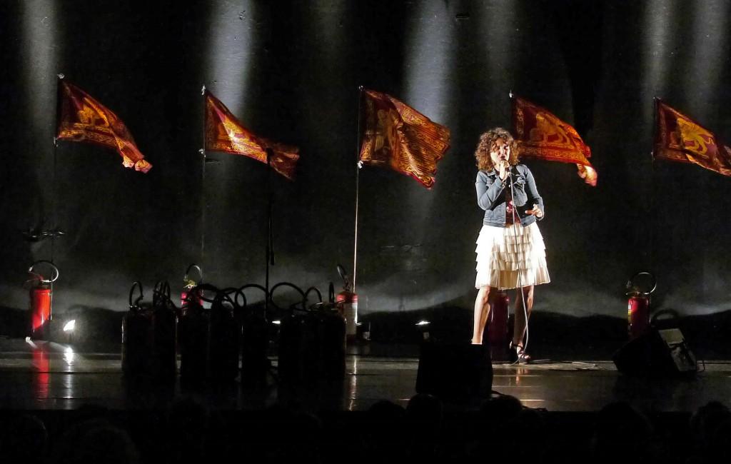 Valeria Raimondi in un momento di «Calcinculo» (foto di Angelo Maggio)