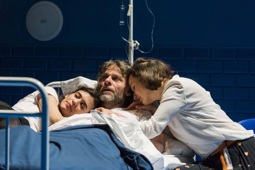 Da sinistra, Valentine Catzéflis, Christophe Grégoire e Camille Cayol in un momento di «Pericle, principe di Tiro» (foto di Patrick Baldwin)