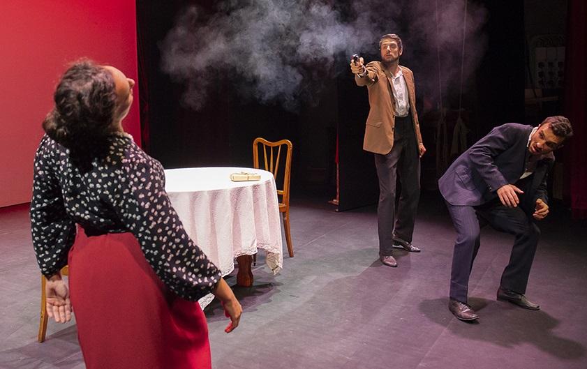 Un momento di «Pericolosamente», compreso in «Eduardo per I Nuovi» (foto di Filippo Manzini)