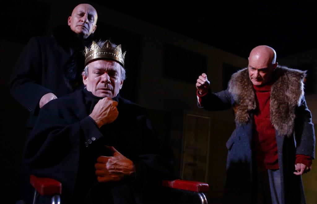 Da sinistra, Giovanni Moschella, Stefano Randisi ed Enzo Vetrano in un altro momento dello spettacolo