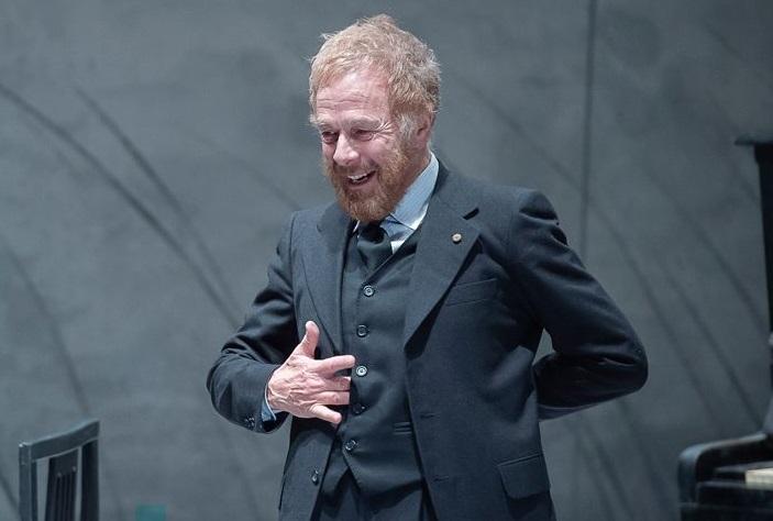 Gabriele Lavia in un momento di «John Gabriel Borkman», in scena al Mercadante (le foto che illustrano l'articolo sono di Filippo Manzini)