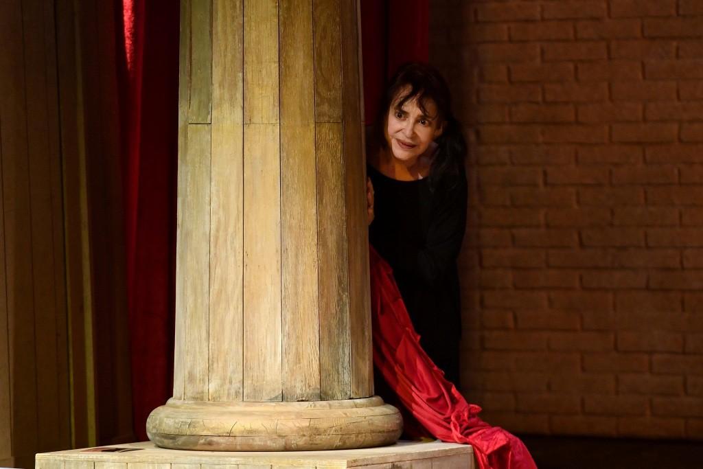 Adriana Asti, 86 anni, in un momento di «Memorie di Adriana», in scena al Teatro Franco Parenti (le foto che illustrano questo articolo sono di Maria Laura Antonelli)