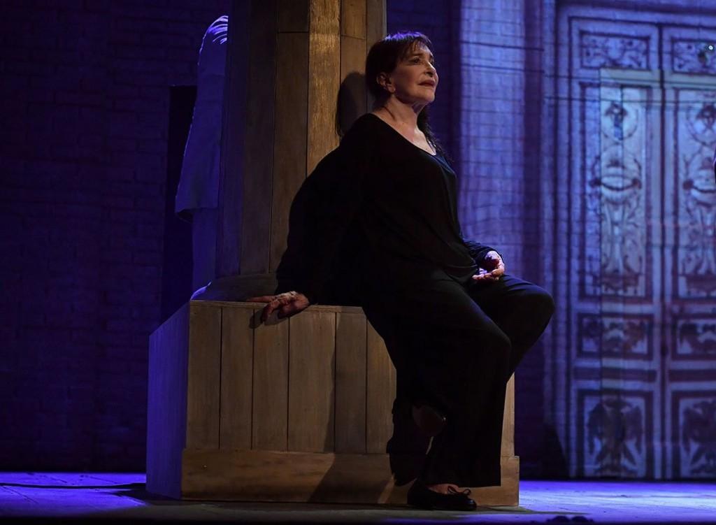 Adriana Asti in un altro momento dello spettacolo, diretto da Andrée Ruth Shammah