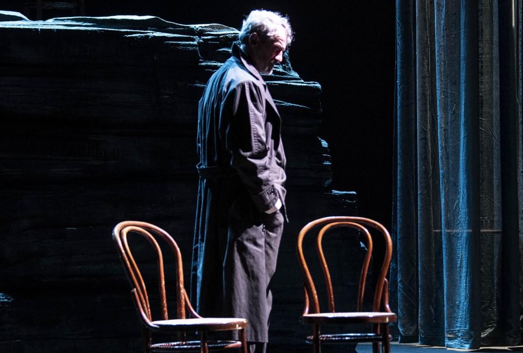 Claudio Di Palma in un momento del suo adattamento de «Il senso del dolore» di Maurizio de Giovanni (la foto è di Marco Ghidelli)