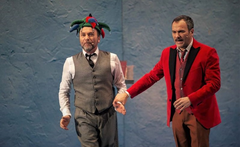 Gianfranco e Massimiliano Gallo in un momento di «Comicissimi fratelli», in scena all'Augusteo (la foto è di Gianni Biccari)