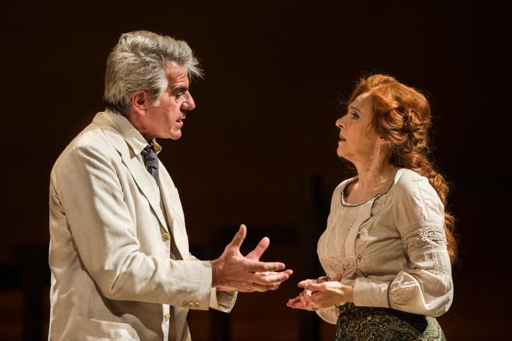 Stefano Santospago ed Elisabetta Pozzi in un momento de «Il gabbiano», in scena al Mercadante (le foto che illustrano questo articolo sono di Giuseppe Maritati)
