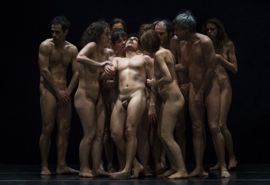 Un momento di «Bestie di scena», lo spettacolo di Emma Dante proposto al Bellini (le foto che illustrano l'articolo sono di Masiar Pasquali)