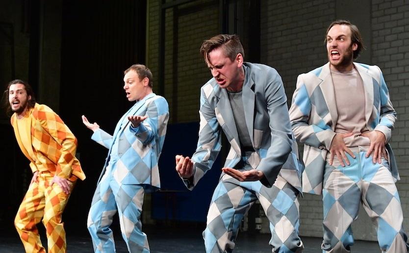 Da sinistra, Nicola Mastroberardino, Vincent Glander, Elias Eilinghoff e Michael Wächter ne «I tre moschettieri» (le foto dello spettacolo sono di Sandra Then)