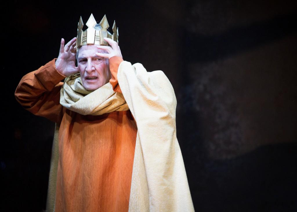 Carlo Cecchi in un momento di «Enrico IV», in scena al Mercadante (la foto è di Matteo Delbò)