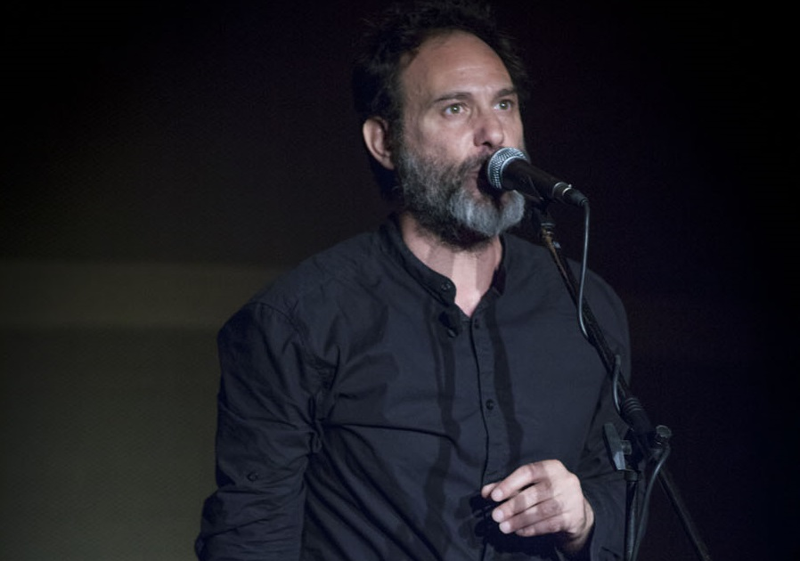 Oscar De Summa in un altro momento dello spettacolo, presentato da La Corte Ospitale