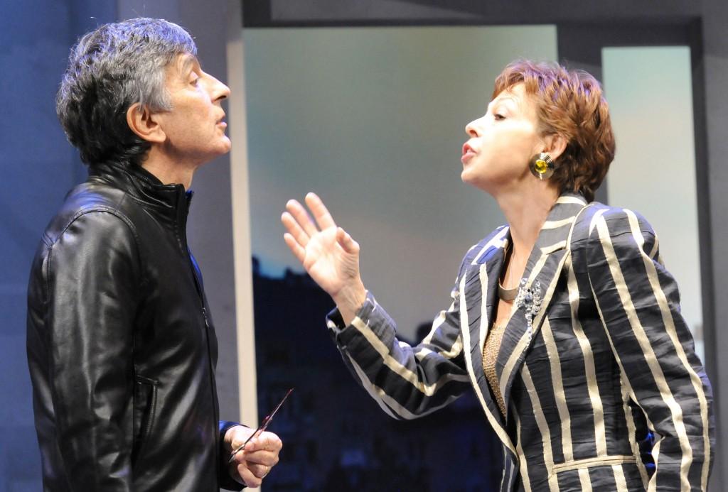 Vincenzo Salemme con Antonella Cioli in un altro momento dello spettacolo