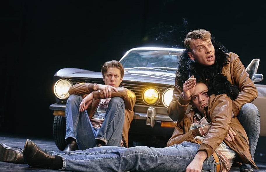 Da sinistra, Tim Werths, Franz Pätzold e Max Gindorff in un momento di «Una Divina Commedia - Dante/Pasolini» (le foto che illustrano questo articolo sono di Matthias Horn)