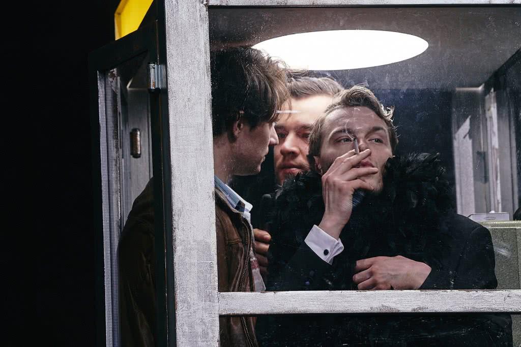 Da sinistra, Tim Werths, Nils Strunk e Franz Pätzold in un altro momento dello spettacolo di Latella