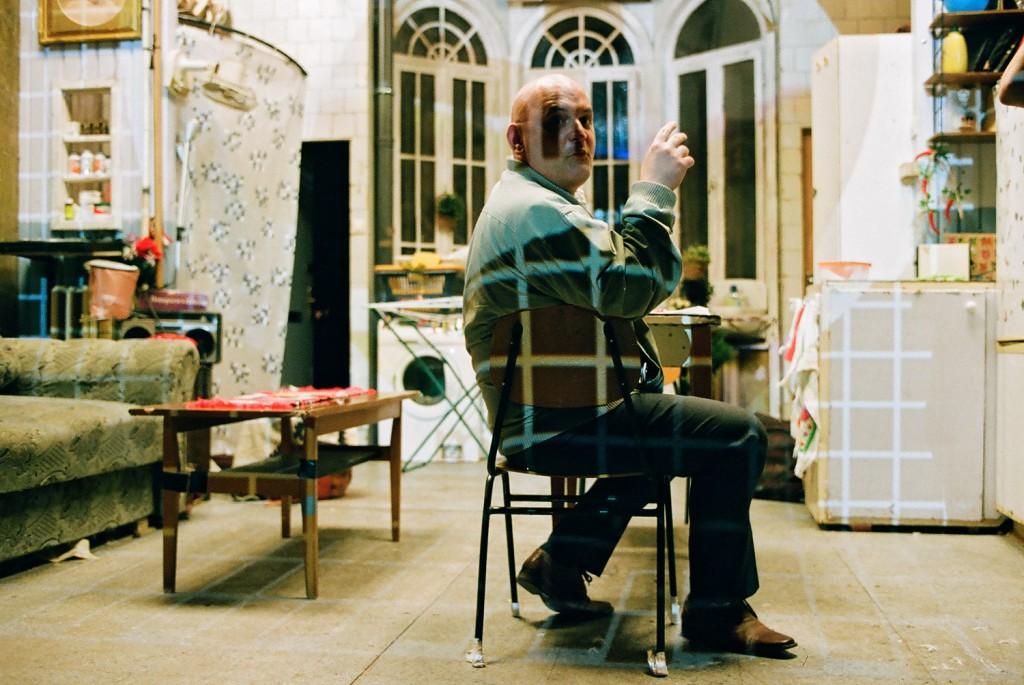 Roland Rába in un momento di «Imitation of life», presentato all'Arena del Sole di Bologna (le foto che illustrano questo articolo sono di Marcell Rév)