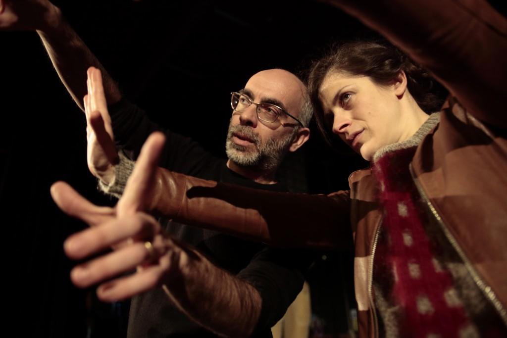 Michele Sinisi e Stefania Medri in un altro momento dello spettacolo, diretto dallo stesso Sinisi