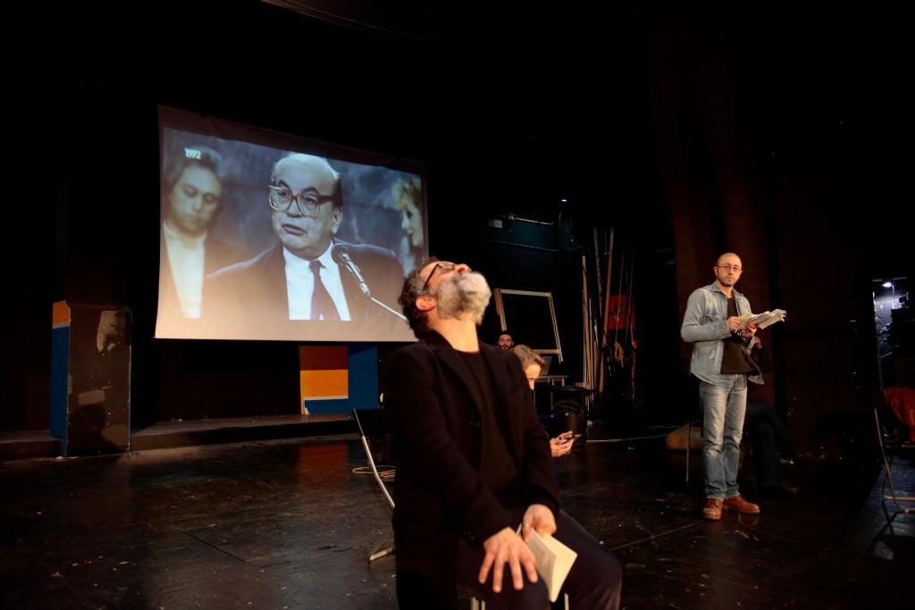 Da sinistra, Ciro Masella, Gianni D'Addario, Giuditta Mingucci e Nicolò Valandro in un momento di «Sei personaggi in cerca d'autore di Luigi Pirandello», in scena al Fontana di Milano (le foto che illustrano questo articolo sono di Luca Del Pia)