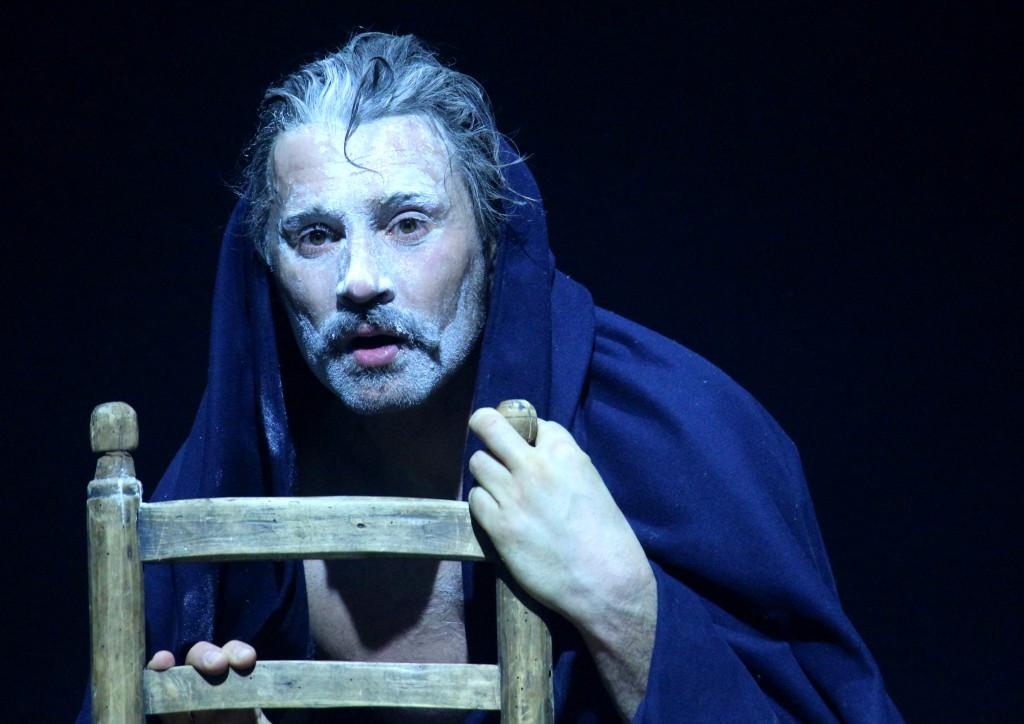 Un altro momento dello spettacolo, su testo di Roberto Mussapi e per la regia di Gigi Dall'Aglio