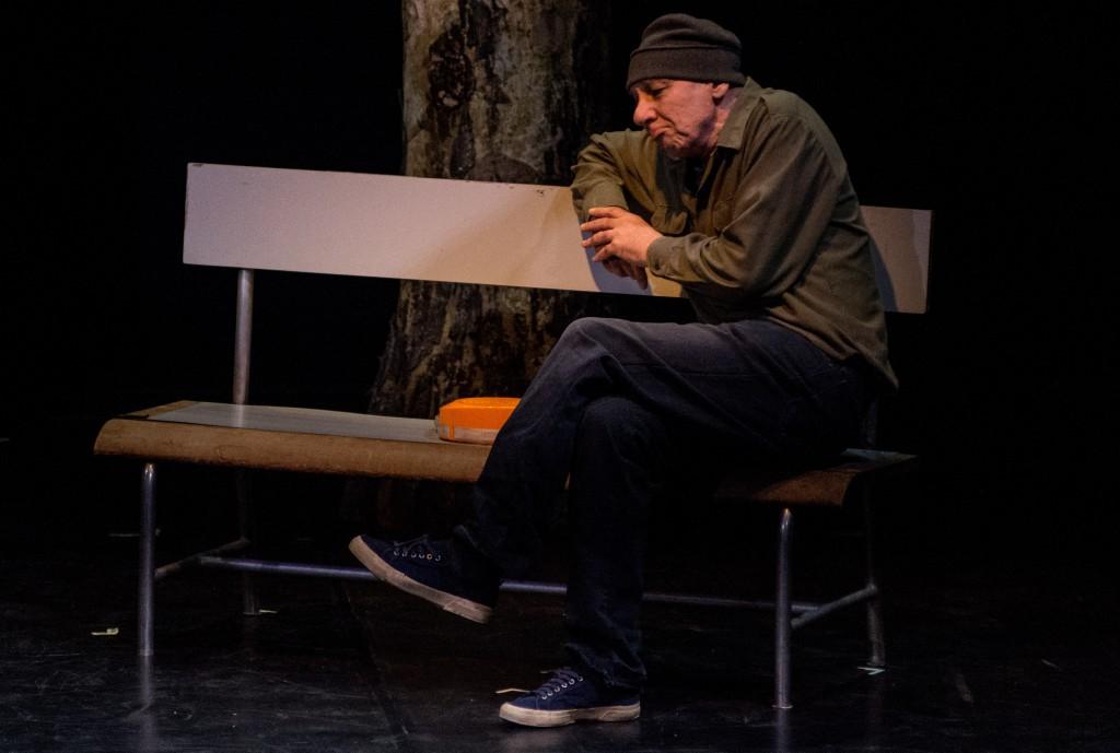 Danio Manfredini in un momento di «Luciano», presentato al Politeama dal Teatro Area Nord (le foto che illustrano questo articolo sono di Manuela Pellegrini)